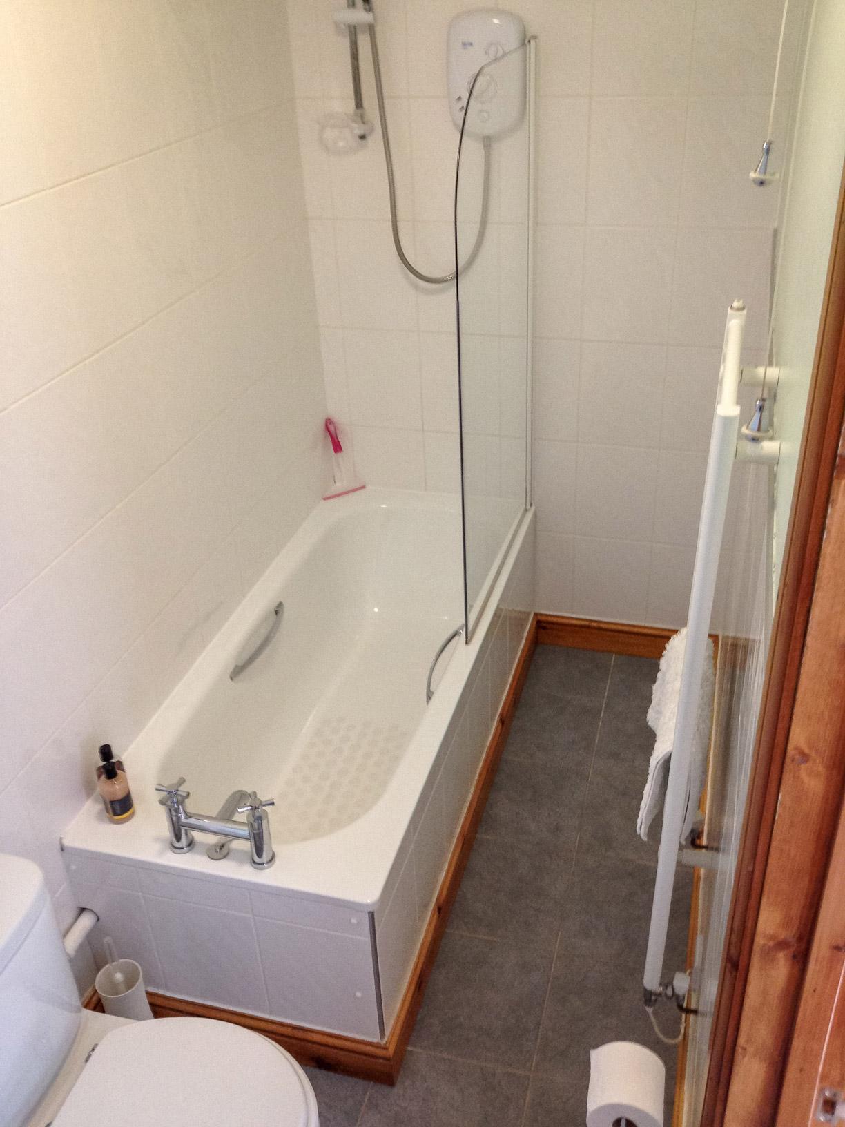 En-suite-for-cream-room