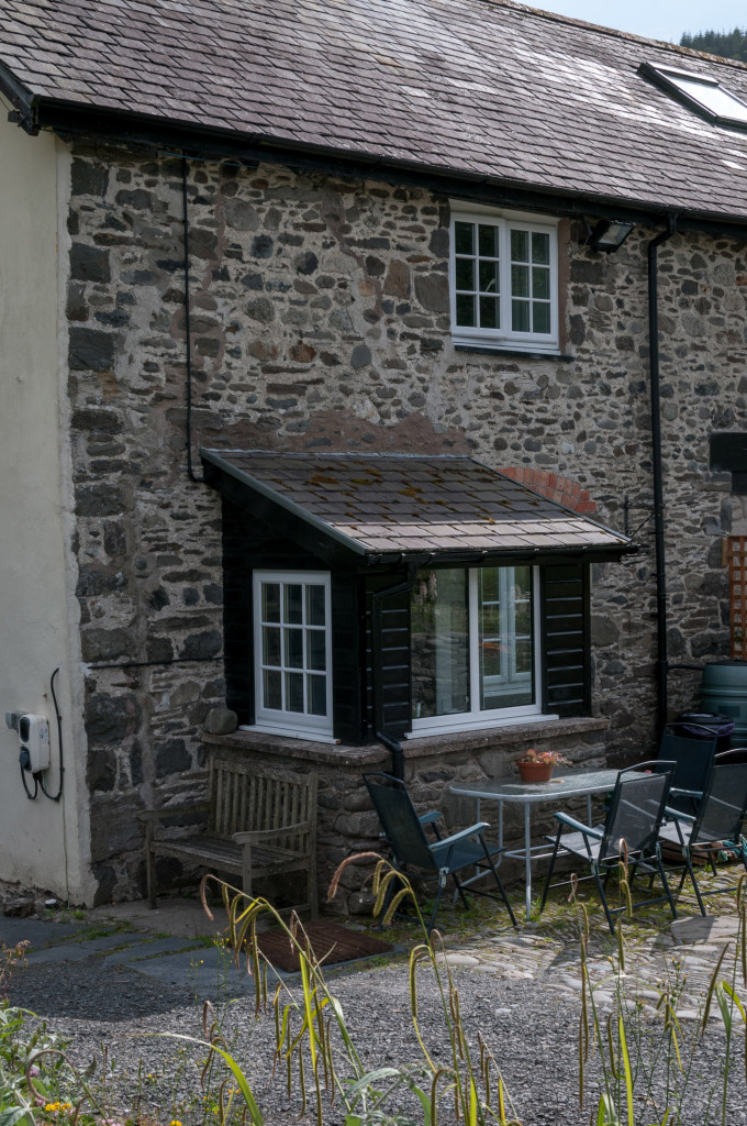 The-porch-to-the-self-catering-cottage.